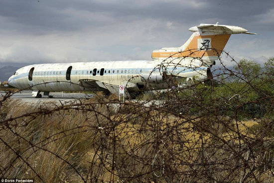 Αεροδρόμιο Λευκωσίας, το νεκροταφείο των παλιών αεροπλάνων