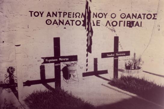 Γιατί ονομάστηκαν έτσι τα «Φυλακισμένα Μνήματα». Η ιστορία και η επική μάχη του '74 στο κοιμητήριο της ΕΟΚΑ