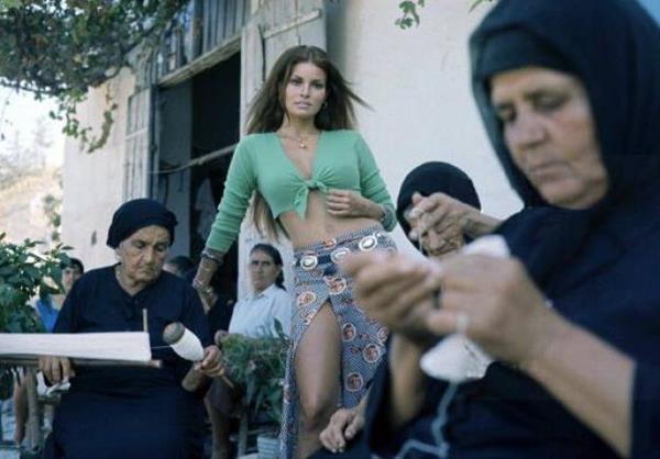 «Η Ρακελ φορούσε ένα μικροσκοπικό μπικίνι παραλίγο να μου στοιχίσει τη ζωή». Οι αναμνήσεις ενός Κύπριου από τα γυρίσματα του Hollywood στην Κερύνεια