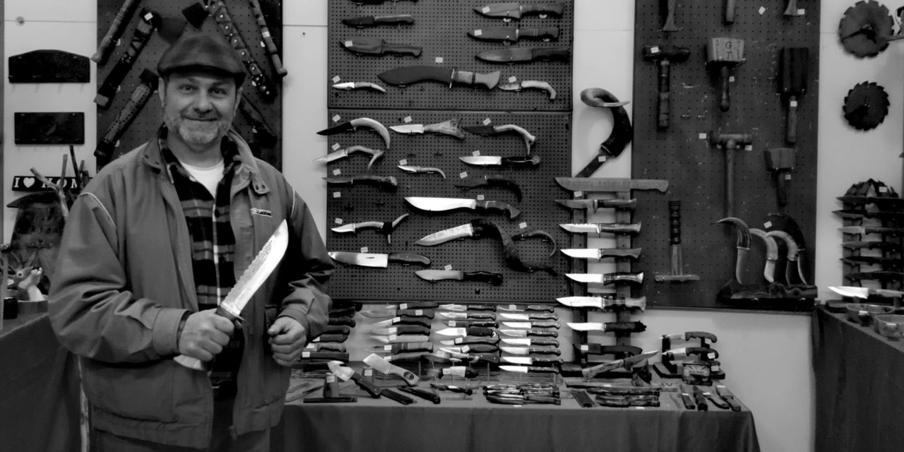 «Για να φτιάξεις χειροποίητα μαχαίρια, πρέπει να τα αγαπάς, να σε συνεπαίρνει η τέχνη τους, η μαστοριά τους». Συνέντευξη με έναν από τους λίγους μαχαιροποιούς της Κύπρου