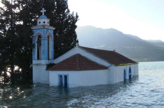 Η βυθισμένη εκκλησία της Λεμεσού που εμφανίζεται μόνο όταν κατέβει η στάθμη του νερού