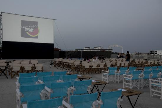 «Είναι κάτι νύχτες με φεγγάρι», μες στο θερινό σινεμά της Παραμυθούπολης