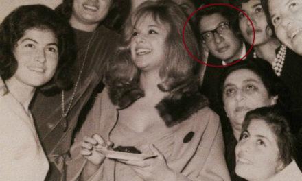 Αναγνωρίζετε τον νεαρό με τα γυαλιά, πίσω από την Αλίκη Βουγιουκλάκη σε πάρτυ στη Λεμεσό;