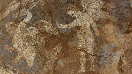 Έρωτες και κύκνοι σε ένα ψηφιδωτό δάπεδο από τον 4ο π.X. αιώνα