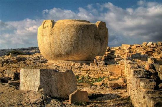 Το γιγαντιαίο πιθάρι της Αμαθούντας που έκλεψε ένας Γάλλος και εκτίθεται στο Λούβρο
