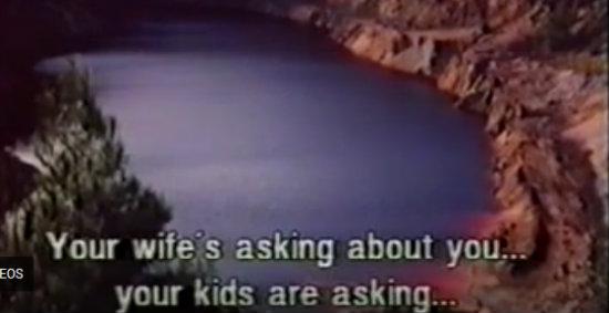 Η ταινία που γυρίστηκε στην Κόκκινη λίμνη το 1996 – Ο πρωταγωνιστής τύλιξε ένα πτώμα σε χαλί και το πέταξε στη λίμνη (Βίντεο)