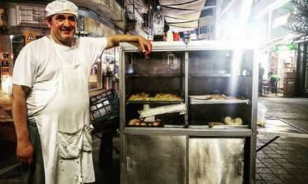 «Έρκετουν ούλλη η Λευκωσία δαμέ τζι έτρωεν τυρόπιττες!». Ο ιστορικός πάγκος του Ηλία