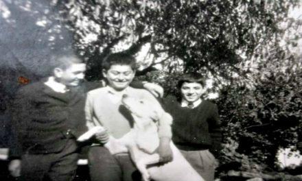 Ο Λαπηθκιώτης Αζόρ. Ο Hachiko της Κύπρου που περίμενε για χρόνια το λεωφορείο από την Κερύνεια στο «σταθμό» που ήταν το σχολείο της Λαπήθου.